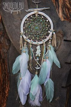 Young Moon Spirit dreams on waves. Sun Catchers, Making Dream Catchers, Driftwood Mobile, Diy And Crafts, Arts And Crafts, Diy Cans, Southwestern Art, Medicine Wheel, Horseshoe Art