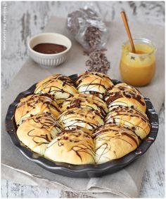 Buchteln mit Dulce de Leche und Schokoladenfüllung