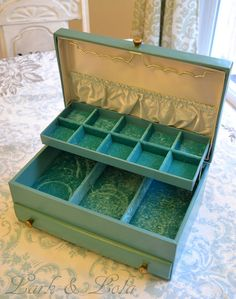 I realy want a Lady Buxton vintage jewelry box...this one has white stuff inside the boxes though..?