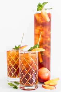 a perfect summertime drink // peach iced tea cocktail
