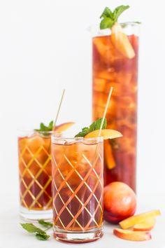 a perfect summertime drink // peach iced tea cocktail