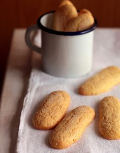 Receta Fácil de Bizcochos de soletilla Sabrosos con una taza de chocolate o par. Mexican Food Recipes, Sweet Recipes, Dog Food Recipes, Cookie Recipes, Dessert Recipes, Desserts, Sweet Cookies, Cake Cookies, Sweet Treats