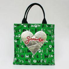 ママ用につくられらバッグ。 鮮やかなグリーンがインパクトあるよ。