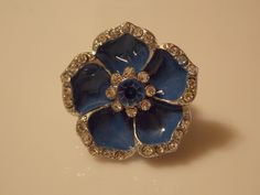 Flower stretch ring with crystals