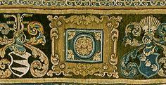 Detalje af en gobelin fremstillet i forbindelse med Falk Gøye og Mette Ulfstands datter Mettes bryllup med Axel Brage. De to våbenskjole er kun to af de 16, der pryder borten rundt om hele gobelinen.