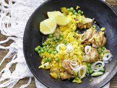 Das klassische Reisgericht aus Spanien mal ohne Meeresfrüchte: Paella mit Hähnchen - und Erbsen - smarter - Kalorien: 480 Kcal - Zeit: 30 Min.   eatsmarter.de
