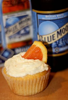 Baking With Beer: Blue Moon Cupcakes. Blue moon is my favorite beer! No Bake Treats, No Bake Desserts, Just Desserts, Yummy Treats, Delicious Desserts, Sweet Treats, Yummy Food, Cupcake Recipes, Cupcake Cakes