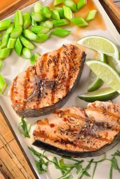 We have a delicious and healthy selection of low carb recipes for breakfast, lunch and dinner, as well as some tasty guilt-free snacks. Low Carb Dinner Recipes, Breakfast Recipes, Healthy Recipes, Salmon Recipes, Seafood Recipes, Grilled Fruit, Onion Relish, Atkins Recipes, Food Shows