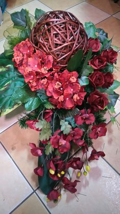 Cemetery Decorations, Wreaths And Garlands, Funeral Flowers, Black Flowers, Arte Floral, Ikebana, Floral Arrangements, Christmas Wreaths, Floral Wreath