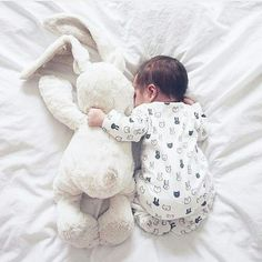 All the snuggles ♥️ newborn photography Maternity Kangaroo baby pocket Hoodi. - All the snuggles ♥️ newborn photography Maternity Kangaroo baby pocket Hoodie with Babies Carri - Monthly Baby Photos, Newborn Baby Photos, Baby Poses, Newborn Pictures, Baby Newborn, Baby Swaddle, Swaddle Blanket, Newborn Photography Poses, Newborn Baby Photography