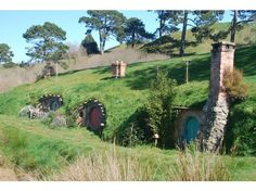 Hobbinton - main attraction of the movie. The Hinuera Valley is located in Matamata in Waikato region, New Zealand. You can visit the Hobbiton Movie Set  from The Lord of the Rings film trilogy in a fascinating two-hour guided tour. The set has been completely rebuilt and will remain as it was seen in The Lord of the Rings film trilogy. There are spectacular views across to the Kaimai Ranges from the rolling green hills of the movie set, which is still a working sheep and beef farm.