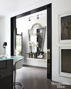 it's a same living hall as above, but in bright daylight. dining hall with very kelly hop. Interior Exterior, Interior Architecture, Kelly Hoppen Interiors, Interior Styling, Interior Decorating, Double Sliding Doors, Sliding Wall, Black And White Interior, Black White