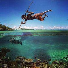 Harpooning (spearing) in Jamaica via Instagram.com/jamaicas_beauties #jamaica #beach #beautiful #bluewaters #fishing