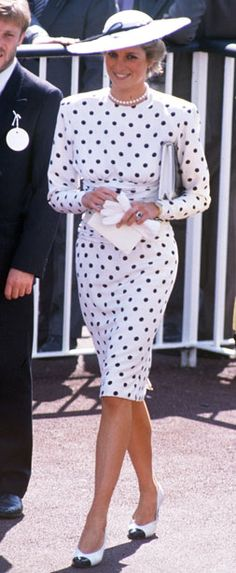 The queen mother talks with Diana Princess of Wales while attending the Royal Ascot horse race in this undated The two late members of the royal family were among Britain's favorites Lady Diana Spencer, Kate Middleton, Black And White Pumps, Black Dots, Princess Diana Fashion, White Polka Dot Dress, Polka Dots, Royal Ascot, Royal Fashion