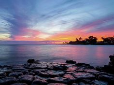 Turister skickar tillbaka sina stulna souvenirstenar till Hawaii därför att de fruktar att det vilar en förbannelse över dem.