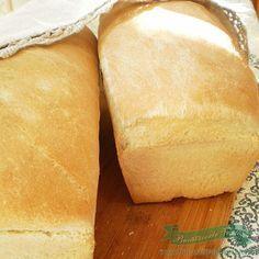 O reteta simpla de paine facuta in cuptorul de aragaz ! Se poate si asa ! Cooking Bread, Bread Baking, Bread Recipes, Cooking Recipes, Good Food, Yummy Food, Eating Fast, Romanian Food, Just Bake
