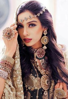 Best bridal hairstyles 2018 : Wedding is one such occasion where not only the bride but every girl wants to look gorgeous and beautiful. Beauty And Fashion, Look Boho, Exotic Beauties, Gypsy Style, Bohemian Style, Bohemian Gypsy, Hippie Style, Indian Bridal, Pakistani Bridal