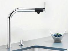Wat kost een keukenkraan? Foto: www.blanco-germany.com (kraan • modern • chroom • ingebouwde spoelbak)