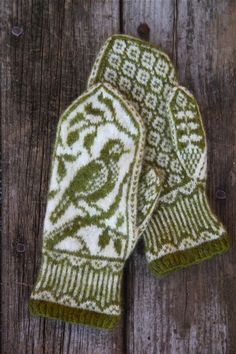 This nature-inspired pattern is recommended for intermediate-level knitters who have experience with stranding and working from charts. Double Knitting Patterns, Knitted Mittens Pattern, Fair Isle Knitting Patterns, Knit Mittens, Knitted Gloves, Crochet Patterns, Cute Crochet, Knit Crochet, Knitting Accessories