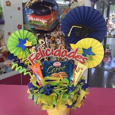 Liquor Bouquet, Gift Bouquet, Candy Bouquet, Balloon Bouquet, Balloon Basket, Balloon Gift, Creative Crafts, Diy And Crafts, Paper Crafts