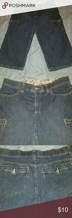 Lee Comfort Waistband Denim Capris Size 14P EUC. 17.5 inseam. Lee Jeans Ankle & Cropped