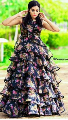 Gown Party Wear, Party Wear Indian Dresses, Indian Gowns Dresses, Indian Fashion Dresses, Indian Designer Outfits, Designer Dresses, Stylish Dresses For Girls, Frocks For Girls, Stylish Dress Designs