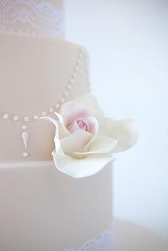 sweet tiers - wedding - wedding cake - vintage roses