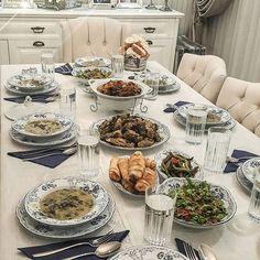 Biz karadenizliler için sofranın baş tacıdır karalahana yemeği, fasulye turşusu😍 herkese hayırlı akşamlar yemekte olanlara sofra hazırlığındaki herkese afiyet olsunnnn 🤗✌…