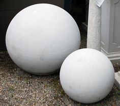 These modern solid Dry Cast Limestone spheres are a modern version of a very traditional garden ornament. Spheres of all kinds have been popular sculptures in the landscape for centuries. These sph… Landscaping Tips, Outdoor Landscaping, Outdoor Gardens, Modern Gardens, Garden Works, Garden Art, Urn Planters, Gardening Courses, Traditional Landscape