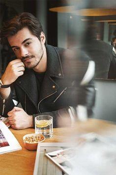 Turkish Men, Turkish Beauty, Turkish Actors, Handsome Celebrities, Handsome Actors, Handsome Boys, Tv Actors, Actors & Actresses, Murat And Hayat Pics