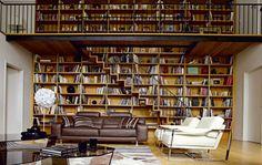 salon roche bobois, une bibliothèque murale originale, sofas de roche bobois