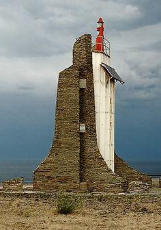 Este faro se encuentra en el cabo de Cerbère, primera población costera de Francia una vez pasado Portbou. Como curiosodad: está alimenta...