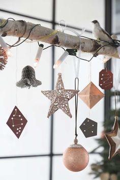 KARWEI   Maak met kerst een pronkstuk voor boven de eettafel. #karwei #kerst #wooninspiratie