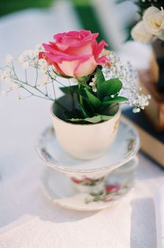 Arranjos florais em xícaras - Blog Pitacos e Achados -  Acesse: https://pitacoseachados.wordpress.com -  https://www.facebook.com/pitacoseachados -  #pitacoseachados