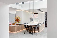 Villaproject Herk-de-Stad - Hoog ■ Exclusieve woon- en tuin inspiratie. Monthly Photos, Interior Photography, Luxury Living, Bauhaus, This Is Us, Villa, Interior Design, Kitchen, Table