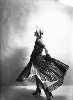 Lisa Fonssagrives by Irving Penn