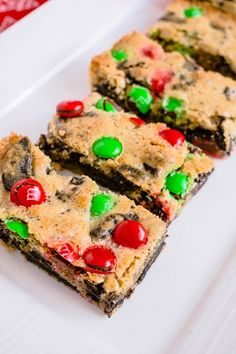 Christmas M&M Cookie Bars Recipe. The perfect Christmas time sweet treat! Makes a great take-a-plate for kids Christmas parties too.