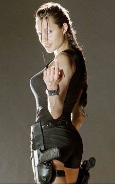 Angelina Jolie as Lara Croft Your son is coming Mama Lara Croft Angelina Jolie, Tomb Raider Angelina Jolie, Angelina Jolie Fotos, Beautiful Celebrities, Beautiful Actresses, Laura Croft, Lara Croft Tomb, Actrices Hollywood, Foto Art