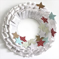 Old Book Christmas Paper Wreath by Sassaby Parties Diy Christmas Paper Decorations, Paper Christmas Ornaments, Diy Christmas Gifts, Christmas Projects, Handmade Christmas, Christmas Wreaths, Christmas Quotes, Christmas Nails, Merry Christmas