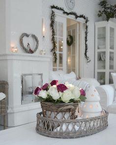 Tunnelmallista iltaa  Mulla ohjelmassa tänään muutamien joululahjojen paketointia  - Enjoy your evening  - #christmasdecor #christmasdecorations #rivieramaison #livingroom #livingroominspo #interior125 #interior123 #interior #interior4all #romantichome #shabby_chichomes #shabbychic #roses #myhome #mitthem #homesweethome #myhousebeautiful #allwhatsbeautiful #goodevening