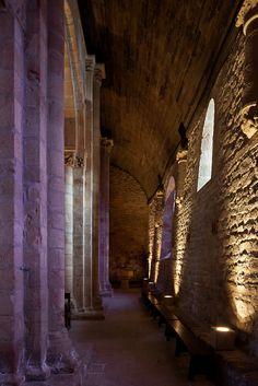 Side aisle, Église Notre Dame de Joie, Merlévenez (Morbihan) Photo by PJ McKey