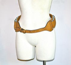Hey, I found this really awesome Etsy listing at http://www.etsy.com/listing/154899184/vintage-gucci-gun-belt-tan-leather