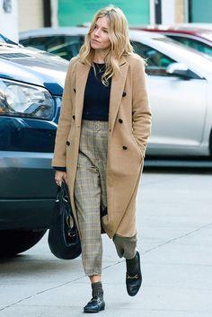 Сиенна Миллер в лоферах Gucci в Нью-Йорке