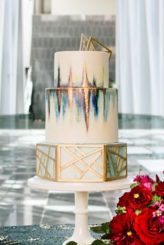City Love in a Southern Place -- Bustld -- Planning Your Wedding Just Got Easier - Modern gold detailed wedding cake Black Wedding Cakes, Fall Wedding Cakes, Beautiful Wedding Cakes, Wedding Blue, Wedding Favors, Retro Wedding Cakes, Wedding Reception, Gorgeous Cakes, Bouquet Wedding