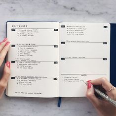 Weekly spread for minimalistic bullet journals. Great example of what you can do with just a pen. Not too loud for work or a professional setting!