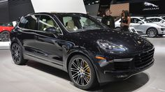 The 2015 Porsche Cayenne Turbo S keeps development going in Detroit with turbos directly in the exhaust manifolds to boost power to 562 hp. Porsche Cayenne Price, Porche Cayenne, Porsche Cayenne Gts, Best Crossover Vehicles, Crossover Cars, Porsche 2018, Porsche Cars, Cayenne Turbo, Detroit Auto Show