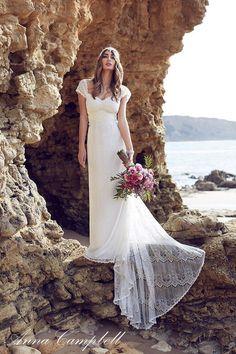 Avis à toutes les mariées Hippie Chic qui rêvent d'une robe vaporeuse, élégante et bohême. Ces robes de la marque Anna Campbell sont faites pour vous ! 1 2. 3. 4. 5. 6. 7. 8. 9. Vous êtes une mariée Hippie Chic ?