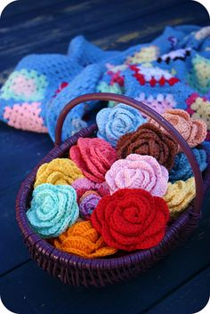 I really want to learn to crochet these flowers!