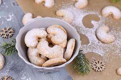 Porhanyós vaníliás kifli régi családi recept szerint: mandulával és dióval is mennyei - Recept | Femina Cookies, Desserts, Bridge, Pretzel Sticks, Crack Crackers, Tailgate Desserts, Deserts, Biscuits, Postres