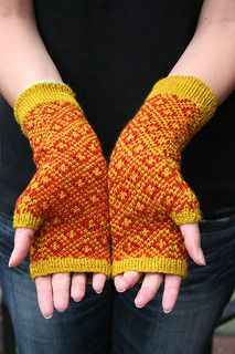 Ravelry: Endpaper Mitts FREE knitting pattern by Eunny Jang Fingerless Gloves Knitted, Knit Mittens, Knitting Socks, Hand Knitting, Knitting Needles, Crochet Double, Knit Crochet, Crochet Cats, Crochet Birds